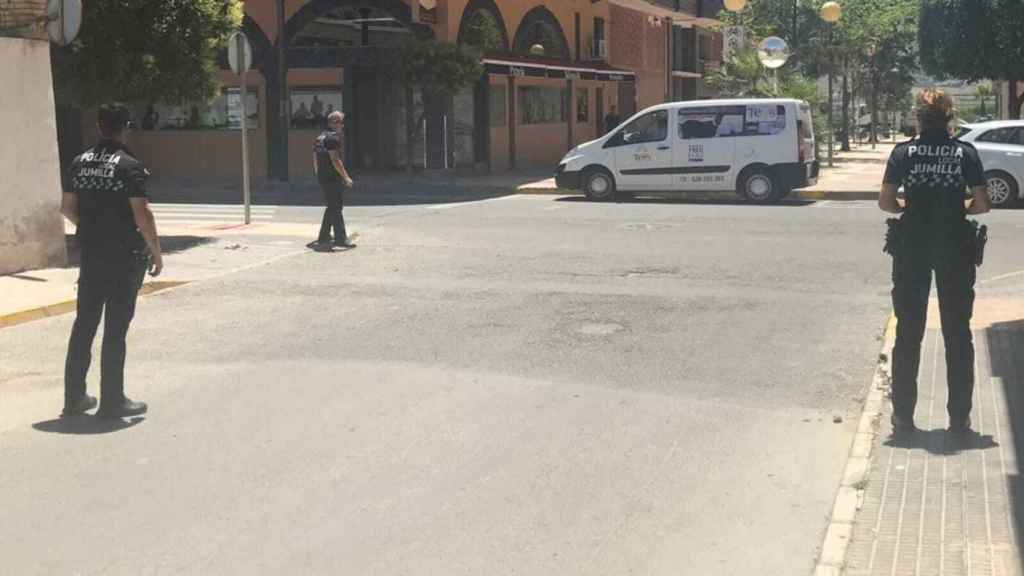Control de seguridad ciudadana de la Policía Local de Jumilla en las inmediaciones de la zona en la que Carlos Humberto abordó el pasado sábado a una niña de 8 años
