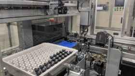 Imagen de archivo de una línea de producción en un fábrica.