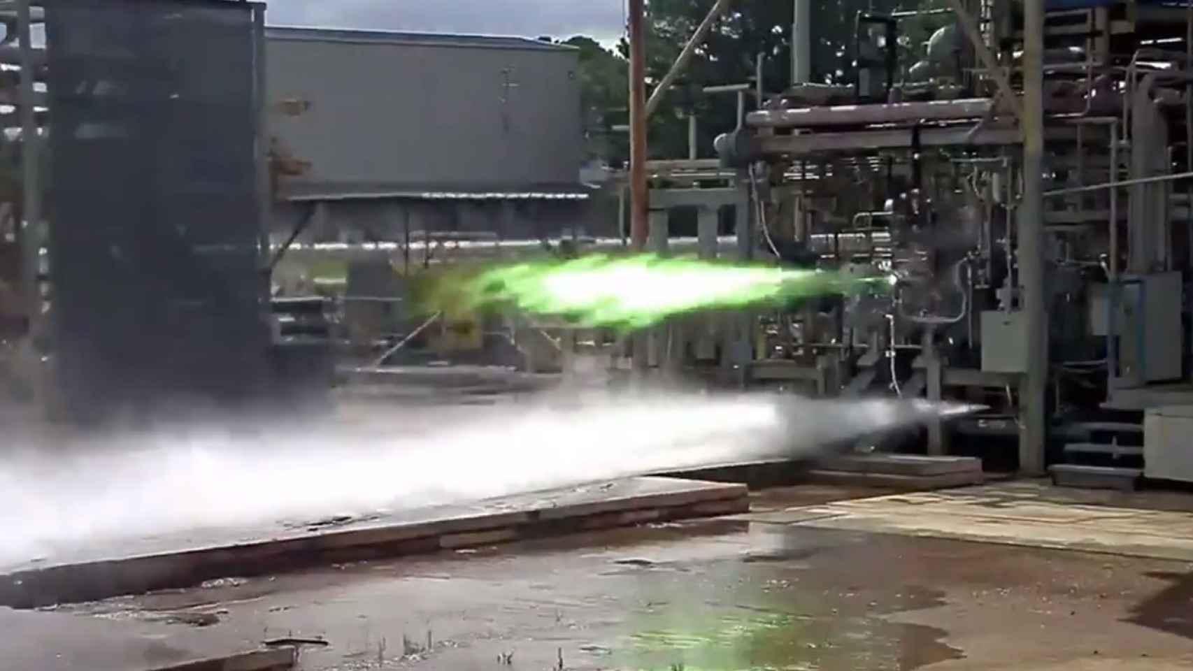 Motor llamas verdes