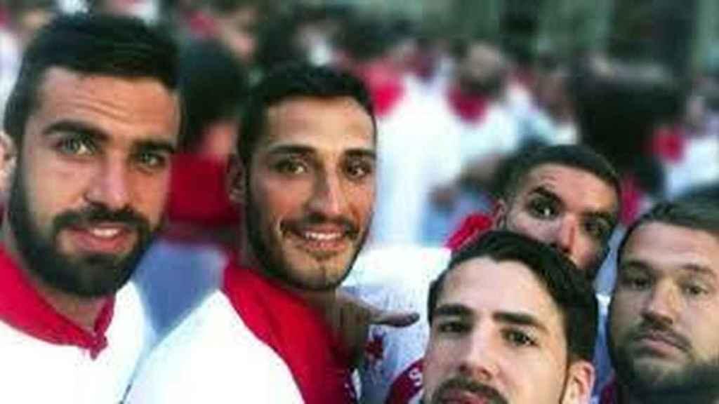 Los cinco miembros de 'la Manada' horas antes de ser detenidos en Pamplona en julio de 2016.