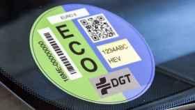 Caos con las etiquetas de la DGT: algunos coches híbridos contaminan más que los gasolina