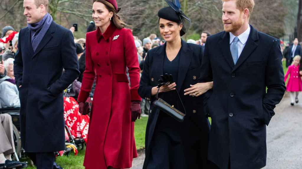 Los duques de Cambridge y de Sussex, de izquierda a derecha: William, Kate, Megha y Harry.