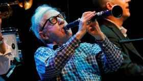 Woody Allen tocando el clarinete.