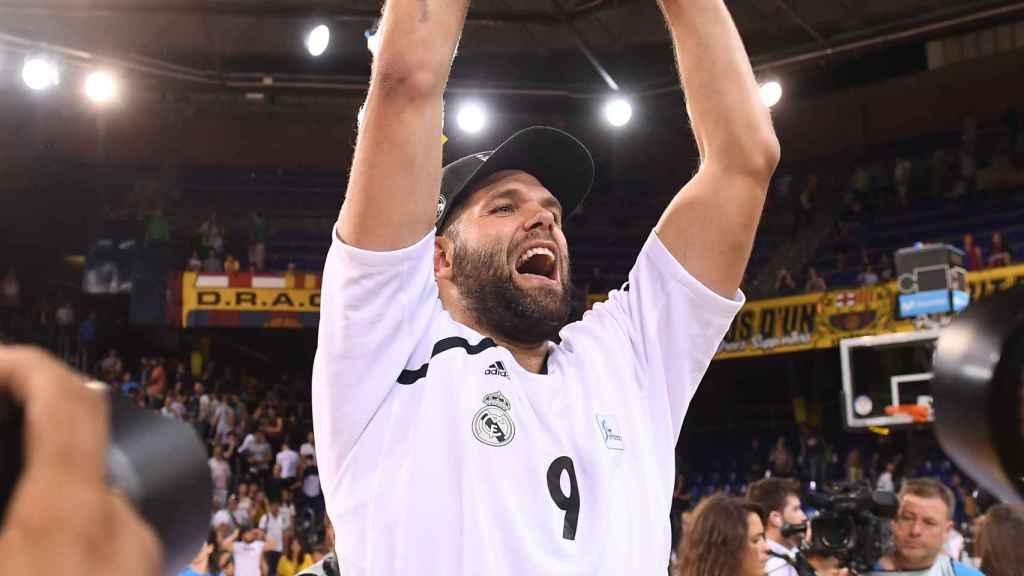 Felipe Reyes celebra la Liga ACB en el Palau