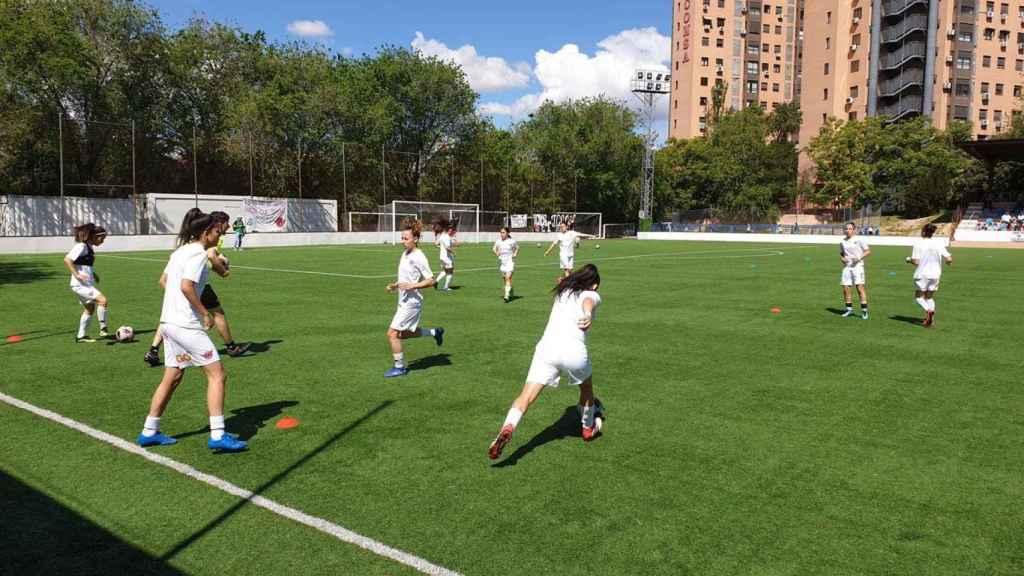 Jugadoras del Club Deportivo Tacón calentando. Foto: Twitter (@CD_Tacon)