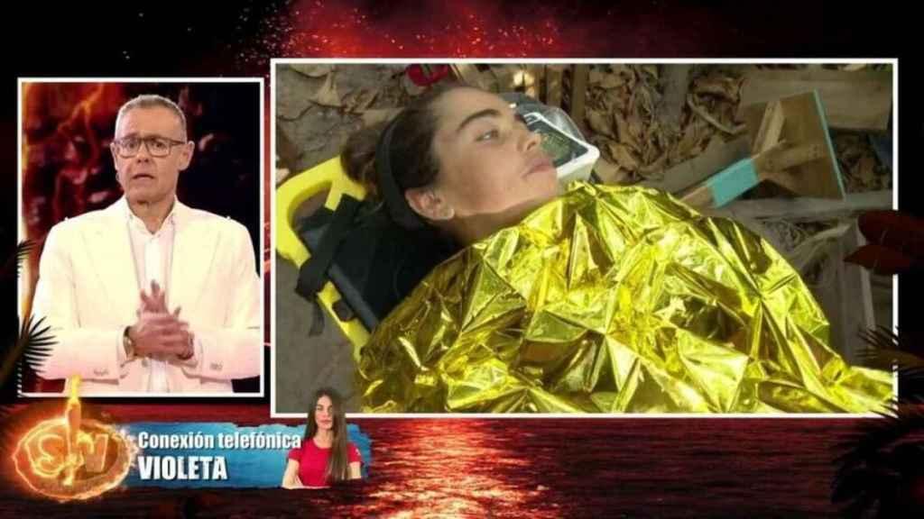 Violeta Mangriñán siendo evacuada de 'Supervivientes'.