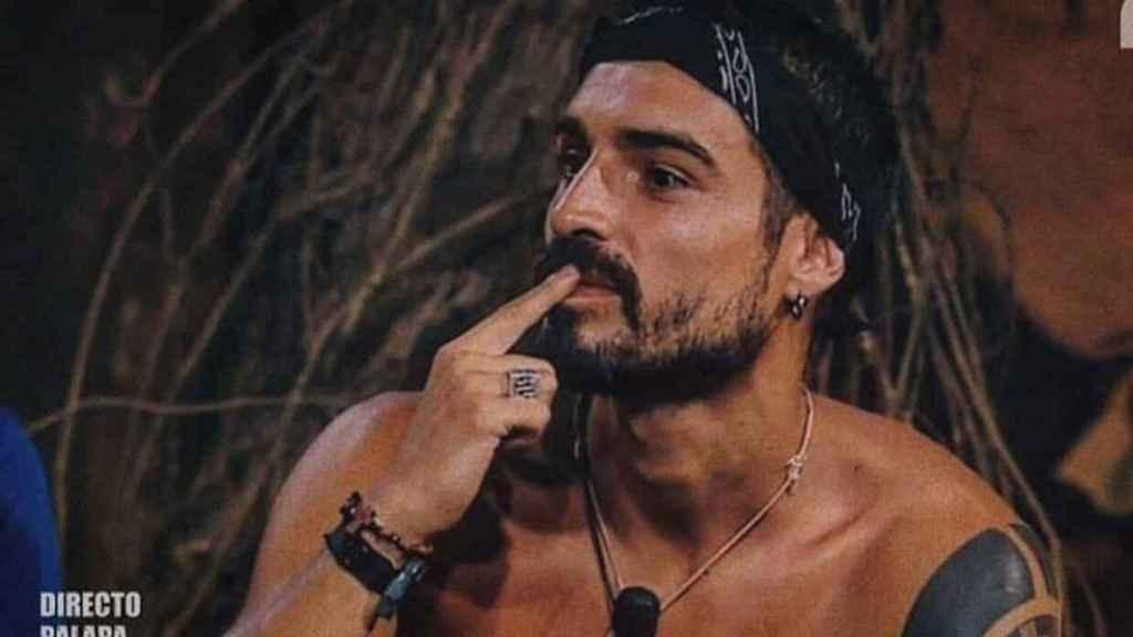 Fabio en la palapa de Honduras.