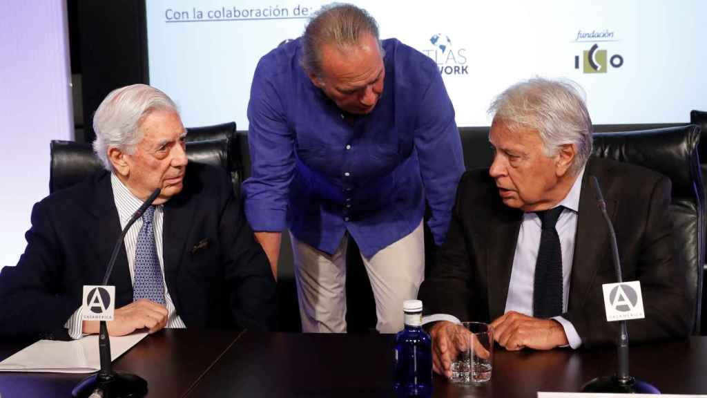 Vargas Llosa, Bertín Osborne y Felipe González en Casa América.