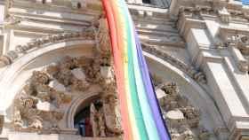 Almeida desoye a Vox y colgará la bandera LGTBI en el Ayuntamiento durante el Orgullo
