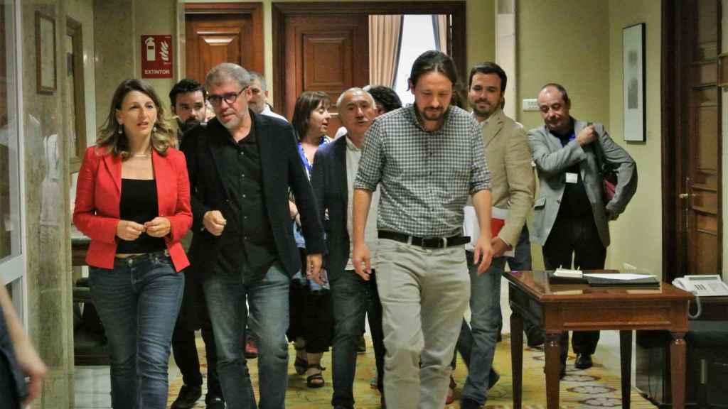 Yolanda Díaz, Unai Sordo (CCOO), José María Álvarez (UGT), Pablo Iglesias y Alberto Garzón, tras la reunión de los sindicatos con Unidas Podemos.