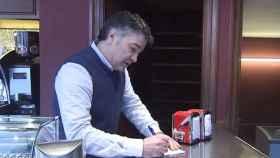 Luciano, el propietario del bar de Bilbao en el que la mujer sufrió un infarto