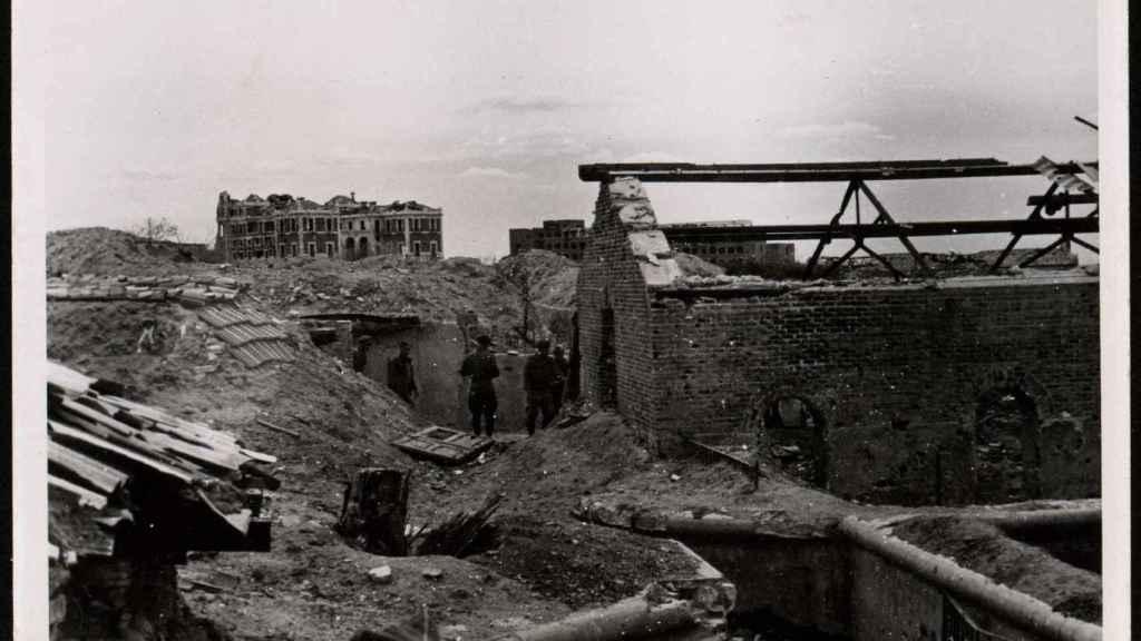 La Casa de Velázquez, vista desde una trinchera en mayo de 1938.