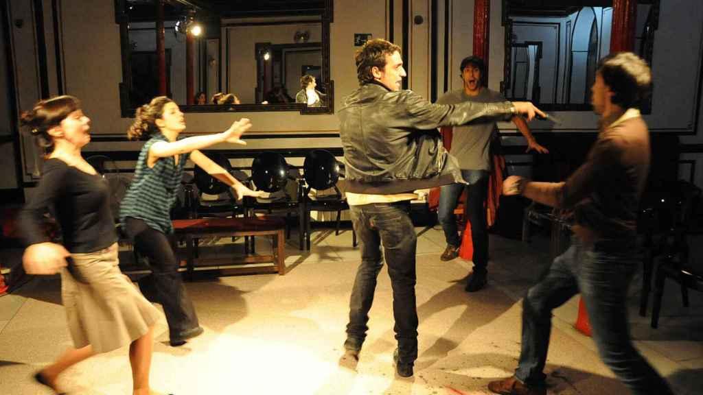 El hall del Teatro Lara y los ensayos hace diez años.