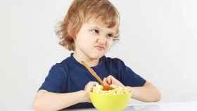 Un niño con pocas ganas de comer.