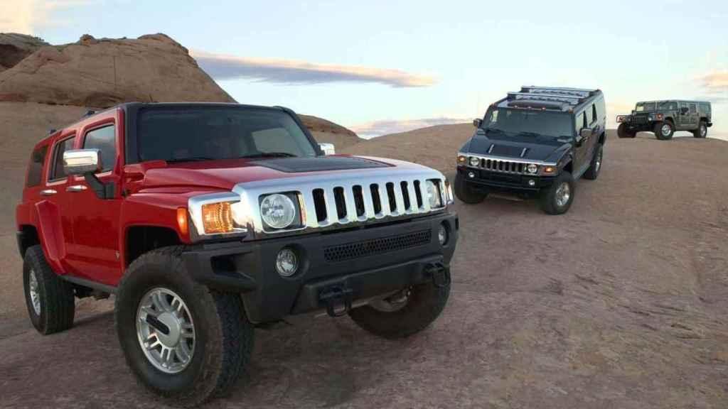 Distintos modelos de la marca Hummer.
