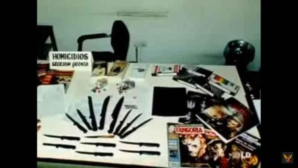 La Policía halló, en el registro de casa de Javier, cuchillos y publicaciones violentas