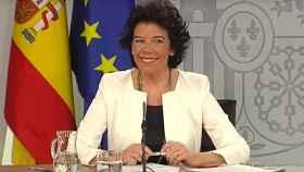 Isabel Celaá tras escuchar la psicofonía en plena rueda de prensa del Consejo de Ministros.