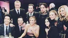 Los actores de 'Friends' y 'The Big Bang Theory' en el especial de James Burrows (Instagram: @KaleyCuoco)