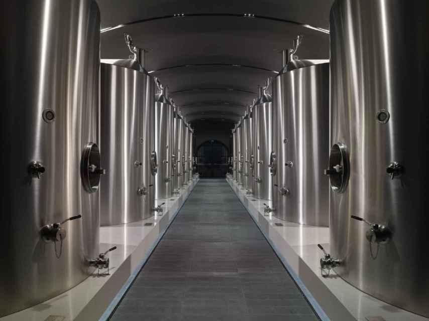 Los tanques de acero de la nueva Bodega Grand Siècle de Laurent-Perrier.