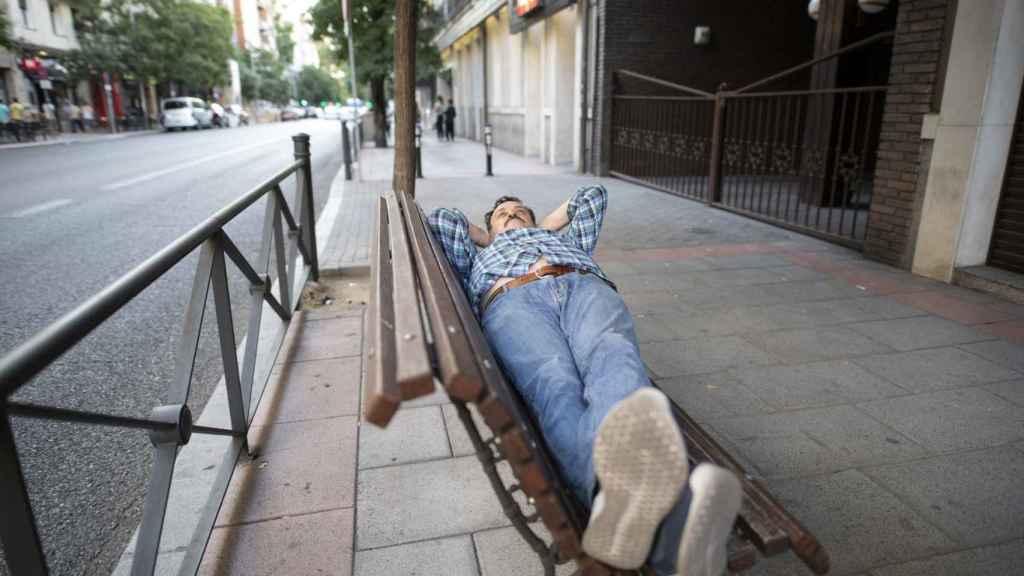 Banco donde César Vea va a hacer la huelga de hambre y a vivir, frente al PSOE