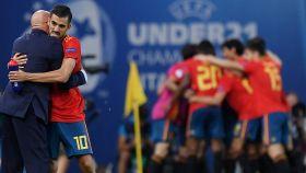 Luis de la Fuente celebra un gol con Ceballos