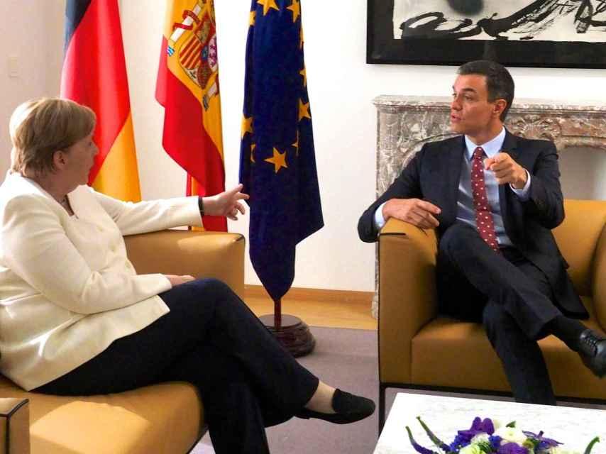 El presidente Sánchez, durante la reunión con la canciller Merkel