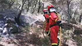Labores de extinción del incendio que se propaga en Madrid.