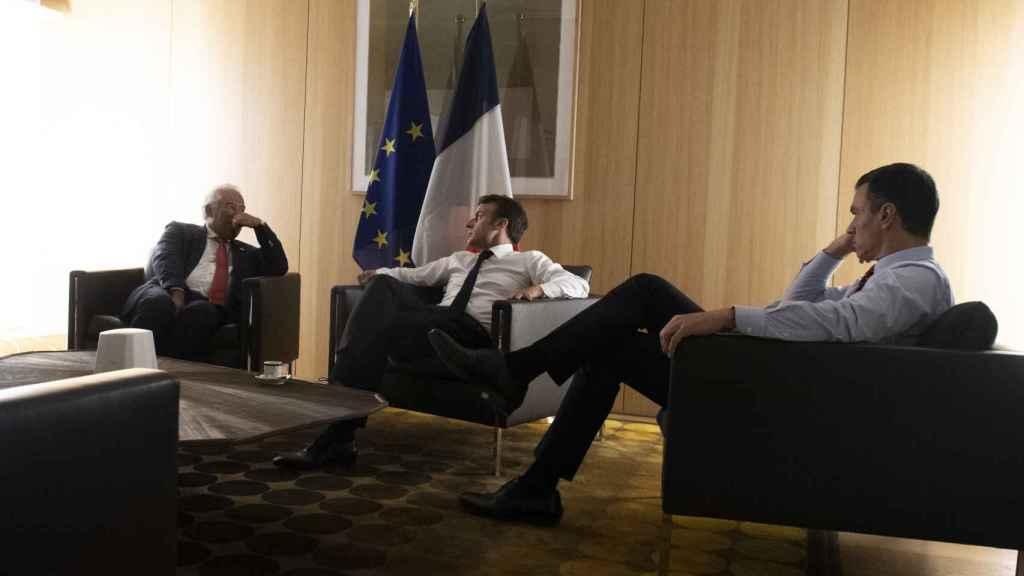Costa, Macron y Sánchez, durante una de las reuniones de la cumbre
