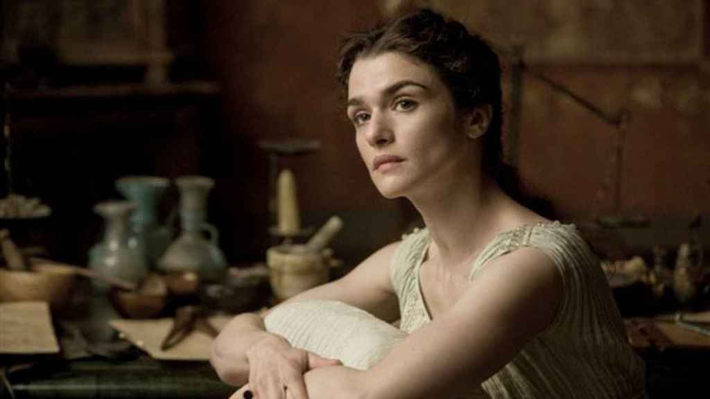 Rachel Weisz da vida a Hipatia en 'Ágora', una película de Amenábar.