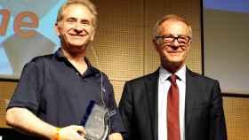 Mike Morhaime recibe el Premio de Honor de Gamelab de José Guirao, ministro de Cultura.
