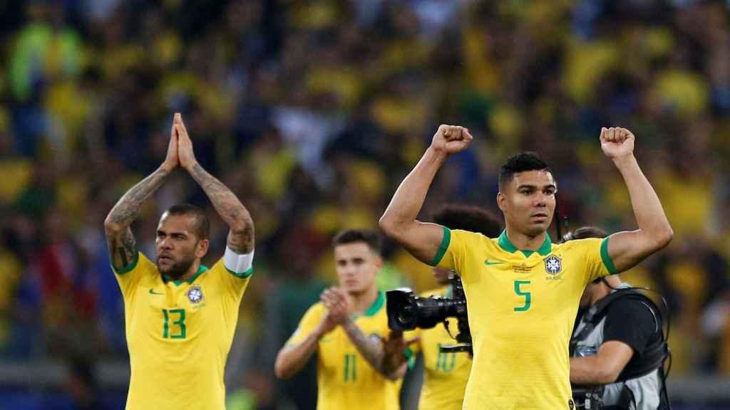 Los jugadores de Brasil celebran la victoria ante Argentina en la Copa América.