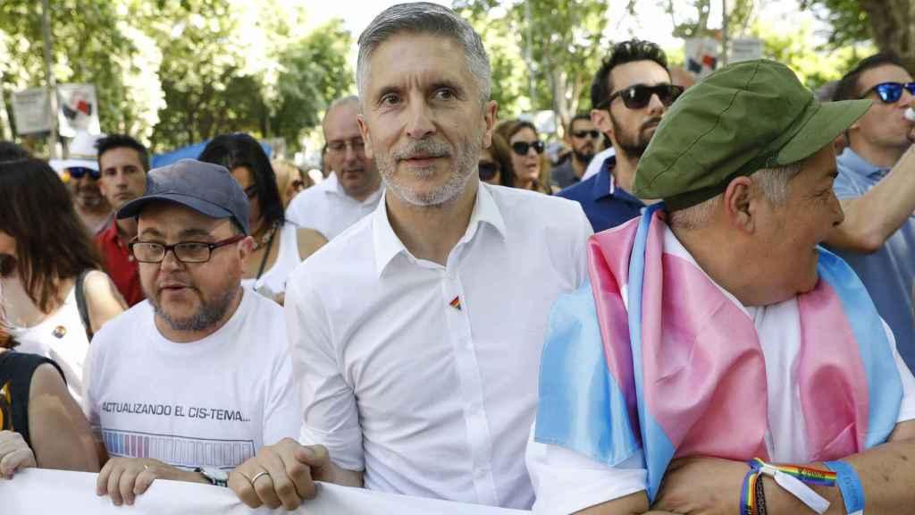 El ministro y juez Fernando Grande-Marlaska, liderando la manifestación junto a otros dirigentes políticos.