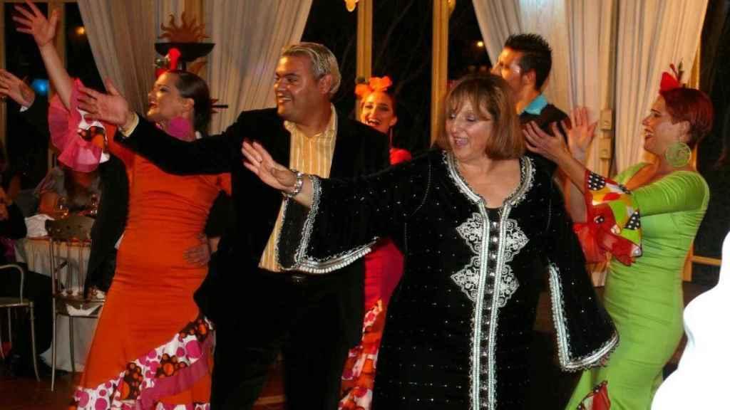 María Rodríguez baila junto al detenido Félix Ramos, en una gala  de la ONG ahora desmantelada.