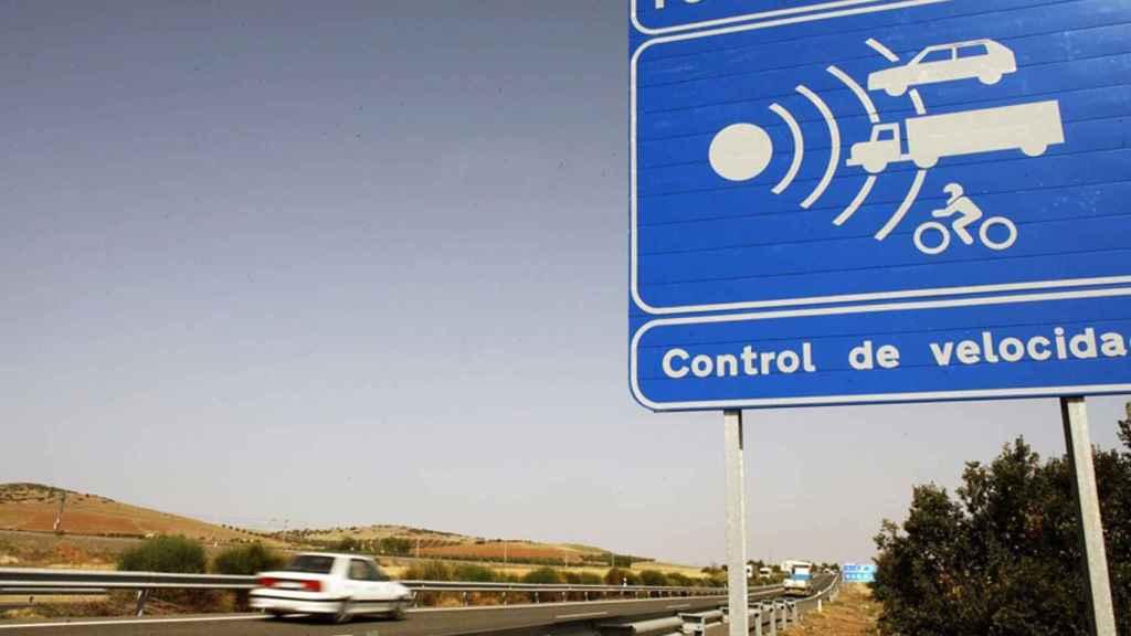 Cartel de señalización de radar