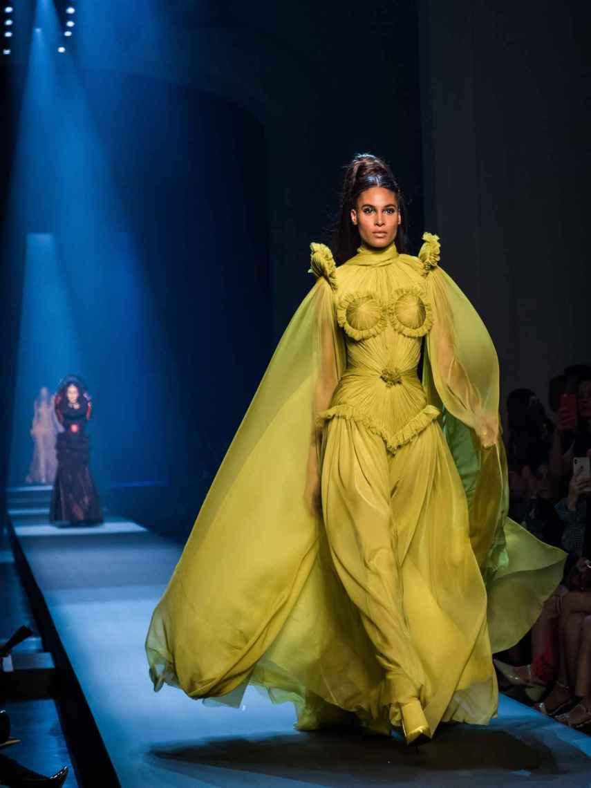 Uno de los vestidos más aplaudidos del desfile de Gaultier.