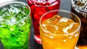 Varias copas con bebidas