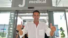 Buffon a su llegada a Turín. Foto: Twitter (@juventusfc).