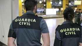 Agentes de la Guardia Civil en el aeropuerto
