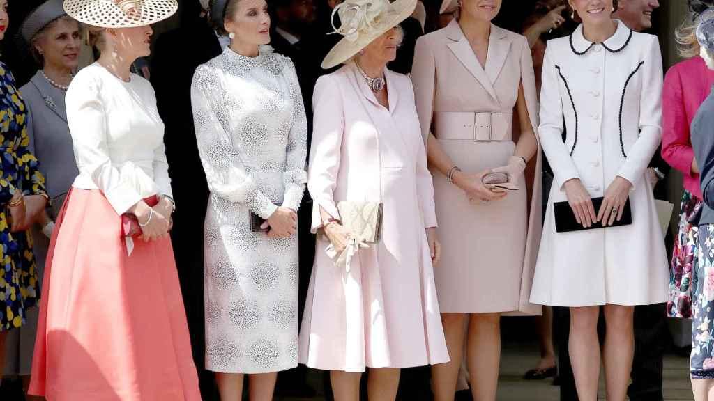 De izquierda a derecha: Sophie Conutess, la reina Letizia, Camila Parker Bowles, Máxima de holanda y Kate Middleton.