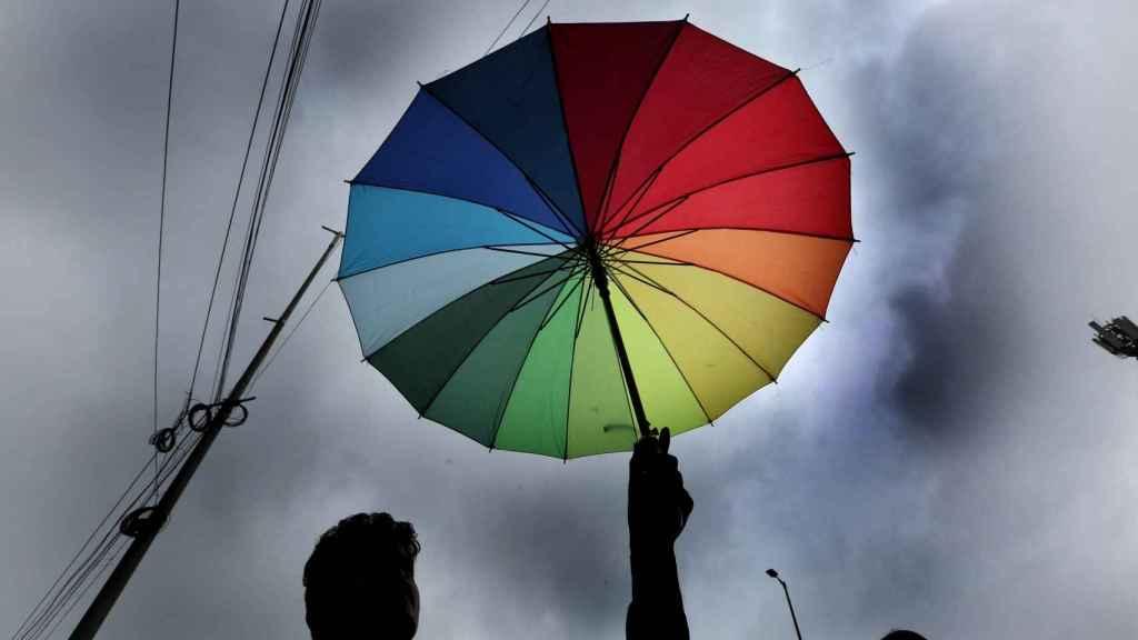 Un vendedor indio de paraguas. EFE/EPA/SANJEEV GUPTA