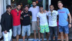 Reunión de los jugadores del FC Barcelona con Neymar y Alves tras su salida del equipo Foto: Instagram (@neymarjr)