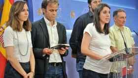 Irene Montero comparece acompañada de Ione Belarra, Jaume Asens, Antón Gómez Reino y Enrique de Santiago.