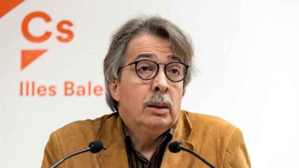 Xavier Pericay durante una intervención del partido.