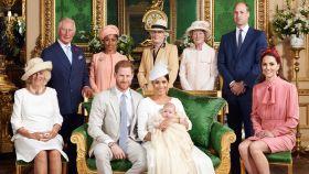 Los duques de Sussex junto al pequeño Archie, la madre de Meghan, los duques de Cambridge y el príncipe Carlos y Camila.