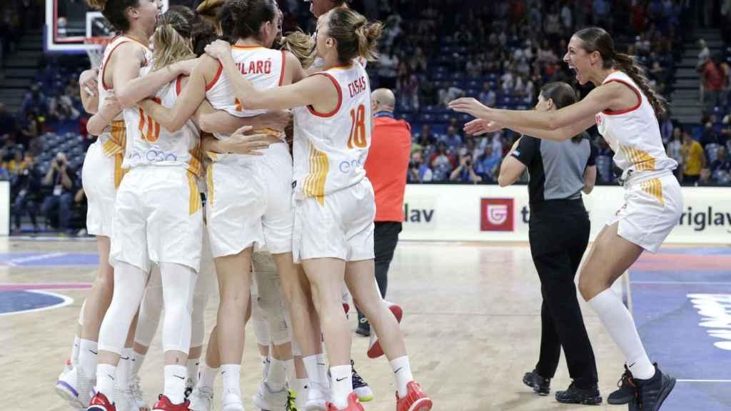 La selección femenina de España de baloncesto celebra el pase a la final del Eurobasket 2019