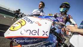 María Herrera, sobre la moto eléctrica del Openbank Ángel Nieto Team.