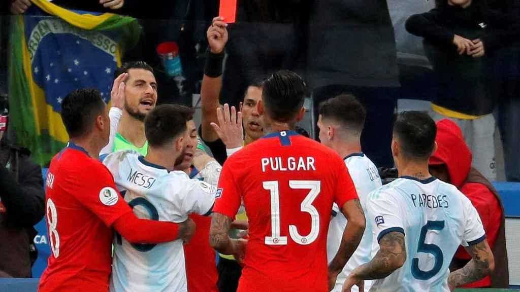 La roja a Lionel Messi por su encontronazo con Medel en la Copa América 2019