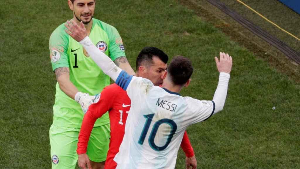 El choque de cabezas de Medel y Messi en el Argentina - Chile de la Copa América 2019