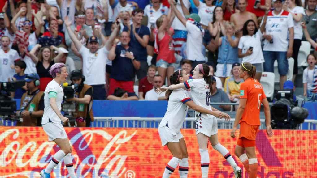 Lavelle celebra con Alex Morgan el segundo gol de EEUU en la final del Mundial femenino de Francia 2019