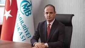 El presidente del banco central de Turkía, Murat Cetinkaya, ha sido cesado.